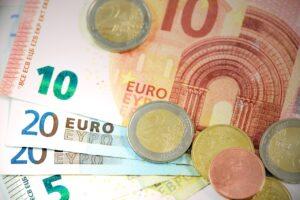 حساب اليورو مقابل الدولار في البورصة والربح والخسارة كيف احددها؟